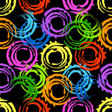 Abstrakcjonistyczny bezszwowy wzór z dużymi przecinającymi malującymi okręgami Jaskrawi kolory na czarnym tle Obrazy Stock