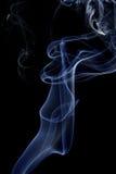 Abstrakcjonistyczny biały błękita dym od aromatycznych kijów Zdjęcia Stock