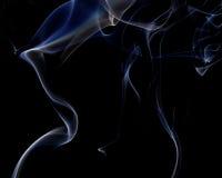 Abstrakcjonistyczny biały błękita dym od aromatycznych kijów Obrazy Royalty Free