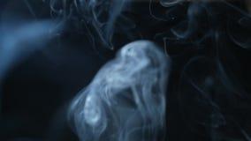 Abstrakcjonistyczny bielu dym na czarnym tle, dymny tło, błękita dymny tło zbiory