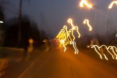 Abstrakcjonistyczny bokeh zamazywał prędkości żaluzja na nocy drodze i tęsk zdjęcia royalty free