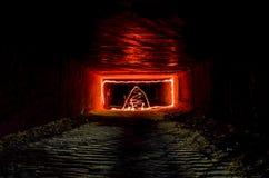 Abstrakcjonistyczny ciemny tunel z freezelight światła rysunkowymi elementami Fotografia Royalty Free