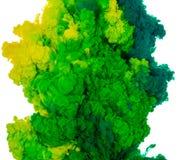 Abstrakcjonistyczny farby tła kolor zielony i żółty atramentu pluśnięcie w wodzie odizolowywającej na białym tle Obrazy Stock