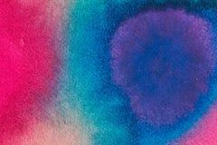 Abstrakcjonistyczny jaskrawy akwareli tło Gładkie przejścia od błękita czerwień na textured papierze obraz stock