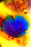 Abstrakcjonistyczny kolorowy tło olej w wody powierzchni pianie mydło z bąbla strzału makro- zakończeniem zdjęcie royalty free