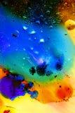 Abstrakcjonistyczny kolorowy tło olej w wody powierzchni pianie mydło z bąbla strzału makro- zakończeniem obraz royalty free