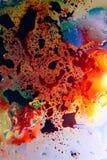 Abstrakcjonistyczny kolorowy tło olej w wody powierzchni pianie mydło z bąbla strzału makro- zakończeniem obraz stock