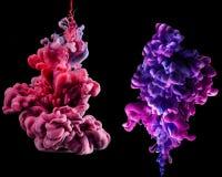 Abstrakcjonistyczny Kolorowy Wodny atrament Wiruje Wewnątrz Na Czarnym tle ilustracja wektor
