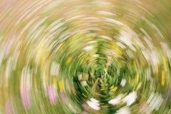 Abstrakcjonistyczny natury bokeh zamazywał tło dla projekta reklamuje twój tekst na tle w kopii przestrzeni fotografia stock