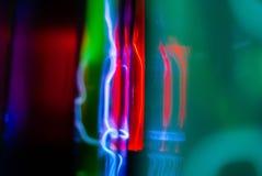 Abstrakcjonistyczny neonowy tło - elektryczni rozładowania w bezwładnego gazu kolbach obrazy royalty free