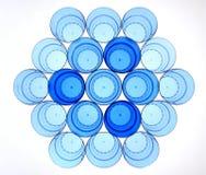Abstrakcjonistyczny plastikowy szkła mieszkanie kłaść z błękitną paletą Obraz Stock