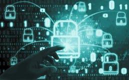 Abstrakcjonistyczny pojęcie, palce dotyka kłódka symbol Z ochroną cyfrowa kradzież tożsamości i prywatność, Online baza danych i zdjęcia royalty free