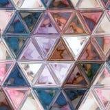 Abstrakcjonistyczny poligonalny faceded wzór w ciemnych kolorach na białym tle zdjęcia stock