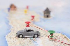 Abstrakcjonistyczny pomysł czynsz samochód mała samochodowa mapa Abstrakcjonistyczna podróży fotografia fotografia stock