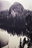 Abstrakcjonistyczny portret kobieta w drewnach Zdjęcia Royalty Free