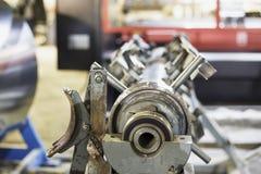 Abstrakcjonistyczny Przemysłowy tło, metalworking produkcja, zakończenie up warsztat z narzędzia wyposażeniem fotografia stock