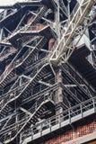 Abstrakcjonistyczny przemysłowy tło z ośniedziałymi stalowymi schodkami Zdjęcia Stock