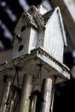 Abstrakcjonistyczny ptaka domu windchime brudny i wietrzejący zdjęcia stock