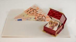Abstrakcjonistyczny skład - pieniądze w kopercie dla kupować biżuterię Obraz Royalty Free