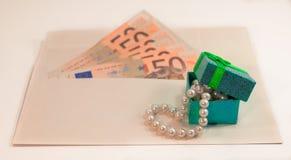 Abstrakcjonistyczny skład - pieniądze w kopercie dla kupować biżuterię Zdjęcie Royalty Free