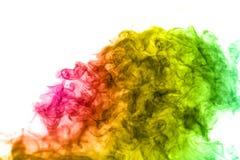 Abstrakcjonistyczny stubarwny dym na białym tle Abstrakcjonistyczny jaskrawy kolorowy dym na tle Fotografia Stock