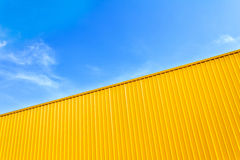 Abstrakcjonistyczny tło pasiasta złota powierzchnia Zdjęcia Royalty Free