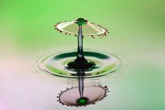 Abstrakcjonistyczny tło pluśnięcie kolor woda, karambol barwione krople pojęcie sztuka zdjęcie stock