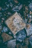 Abstrakcjonistyczny tło robić z skałami Zbliżenie widok ciemni kamienie Rockowa tekstura i tło dla projekta Zdjęcia Royalty Free
