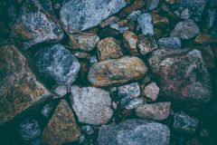 Abstrakcjonistyczny tło robić z skałami Zbliżenie widok ciemni kamienie Rockowa tekstura i tło dla projekta Obrazy Royalty Free
