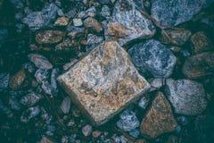 Abstrakcjonistyczny tło robić z skałami Zbliżenie widok ciemni kamienie Rockowa tekstura i tło dla projekta Obraz Royalty Free