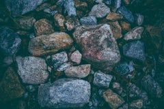 Abstrakcjonistyczny tło robić z skałami Zbliżenie widok ciemni kamienie Rockowa tekstura i tło dla projekta Zdjęcie Royalty Free