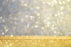 Abstrakcjonistyczny tło wypełniał z błyszczącym złotem i multicolour błyskotliwością zdjęcia stock