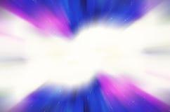 Abstrakcjonistyczny tło z zamazanymi magicznymi neonowymi błękitnymi lekkimi promieniami. Zdjęcie Stock