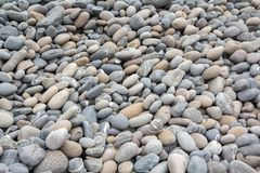 Abstrakcjonistyczny tło z suchymi dennymi round otoczaków kamieniami Obrazy Royalty Free