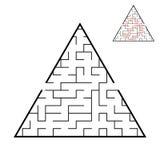 Abstrakcjonistyczny trójgraniasty labitynt gemowi dzieciaki Łamigłówka dla dzieci Jeden wejście, jeden wyjście Labitynt zagadka P royalty ilustracja