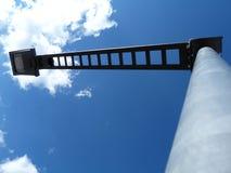Abstrakcjonistyczny widok nowożytna kwadrat głowy latarnia uliczna z niebieskim niebem obraz royalty free