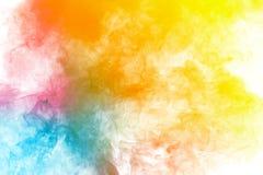Abstrakcjonistyczny wielo- barwiony dym p?yn?? na czarnym tle Abstrakcjonistyczne ? obraz royalty free