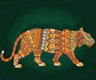 Abstrakcjonistyczny wizerunek tygrys, zwierzę w etnicznym stylowym ciemnozielonym kwiecistym tle Obrazy Stock