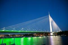 Abstrakcjonistyczny wizerunek - zawieszenie mosta nocy światła Półmrok linia horyzontu obraz stock