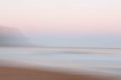 Abstrakcjonistyczny wschodu słońca oceanu tło z zamazanym panning ruchem Fotografia Royalty Free