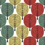 Abstrakcjonistycznych drzew bezszwowy wzór, stylizowany las, rocznika rysunek Ozdobni bagażniki z gałąź, zieleń, kolor żółty i po fotografia royalty free