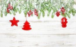 abstrakcjonistycznych gwiazdkę tła dekoracji projektu ciemnej czerwieni wzoru star white Świerkowe gałąź z czerwoną dekoracją Fotografia Stock