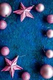 abstrakcjonistycznych gwiazdkę tła dekoracji projektu ciemnej czerwieni wzoru star white Zabawki, piłki, gwiazdy na błękitnym tło Fotografia Royalty Free