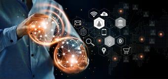 abstrakcyjna sieci Mężczyzna trzyma globalnego struktura networking zdjęcie royalty free
