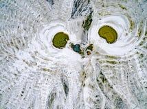 Abstraktów wzory na ziemi od wody leją się przypominający ow Obrazy Stock