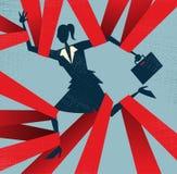 Abstrakt affärskvinna som fångas i pappersexercis. Arkivbild