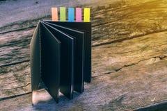 Abstrakt anteckningsbok med färganmärkningsfliken Anteckningsbok med färger inte Arkivbilder