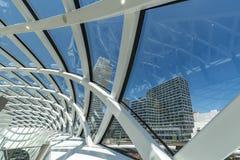Abstrakt arkitektonisk struktur på blått Royaltyfri Fotografi