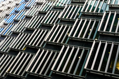 Abstrakt arkitektur av en modern byggnad Arkivbilder