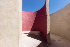 Abstrakt arkitektur, detalj av kammaren av ljudet på Fortaleza de Sagres Arkivfoto